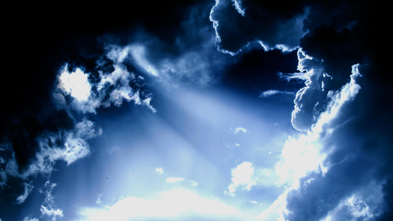 daniel-pascoa sun through clouds